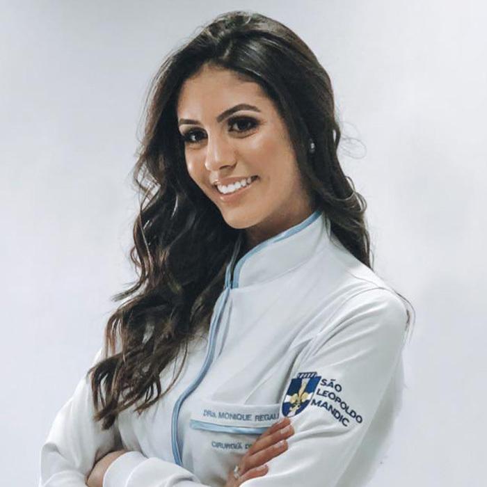 Dr Monique